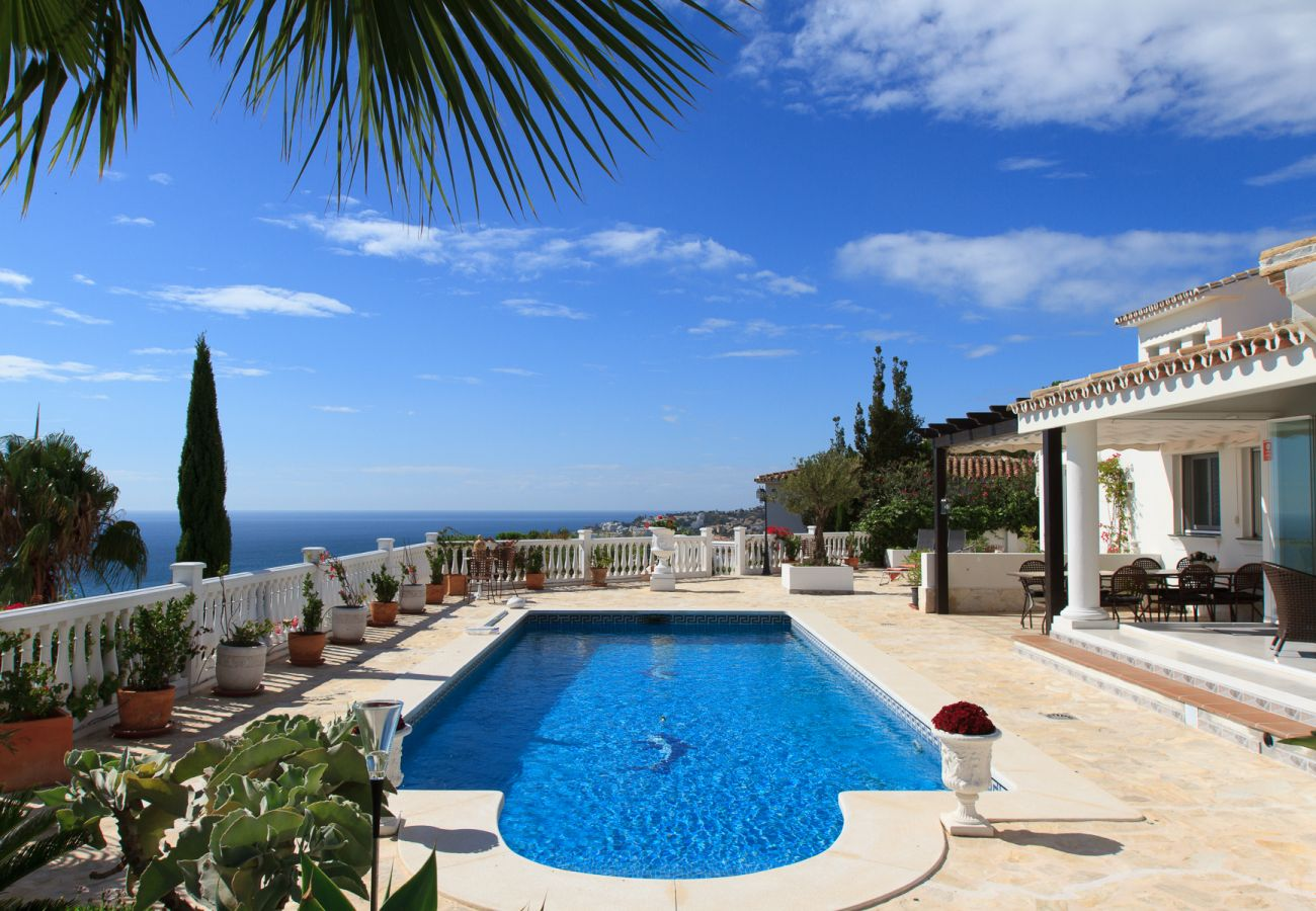 Villa i Mijas Costa - Villa Azalea - Eksklusiv villa med unik udsigt til Midddelhavet